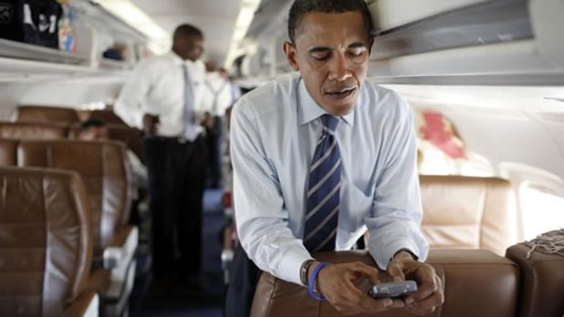 Obama gestionando su Twitter.
