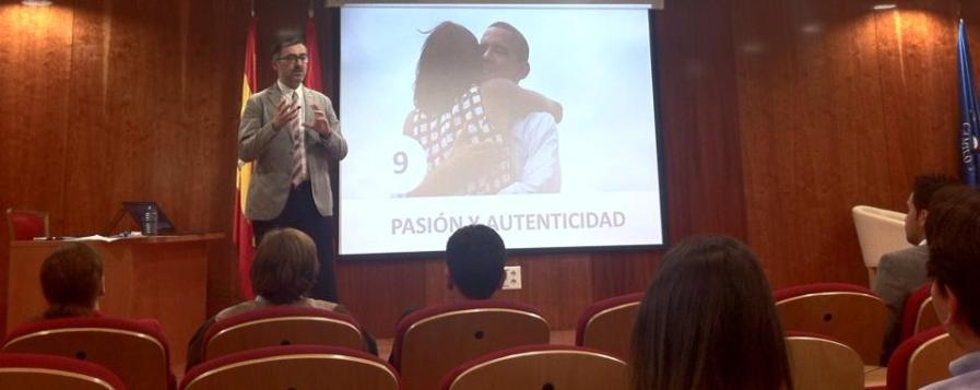 Antoni Gutierrez con su ponencia Política de la Seducción en ALACOP 2013.