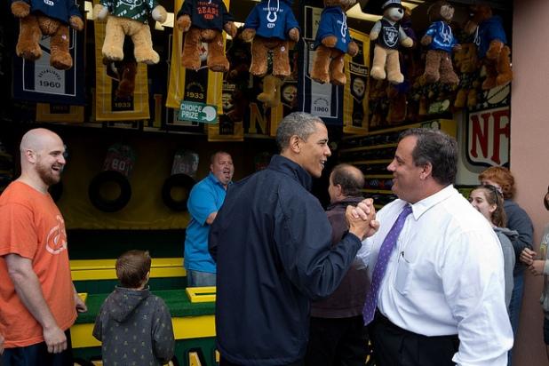 Obama y Chris Christie trabajaron conjuntamente ante el huracán Sandy. Créditos: Pete Souza
