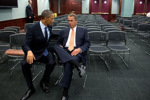El Presidente habla con la Cámara de Representantes, John Boehner. Créditos: Pete Souza