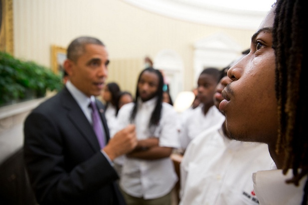 Desenfoque del Presidente Obama en una reunión con estudiantes de Chicago. Créditos: Pete Souza
