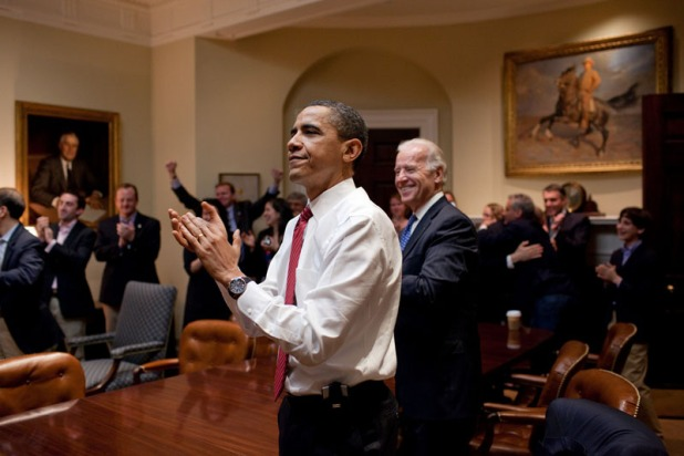 Obama cuando se votó la Health Care Act. Créditos: Pete Souza
