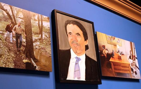 Foto del retrato de Aznar por Bush