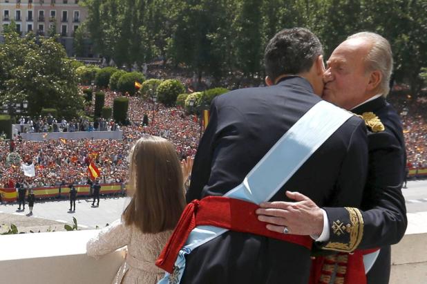 Rey Felipe VI con el Rey Juan Carlos I y la Princesa de Asturias Leonor